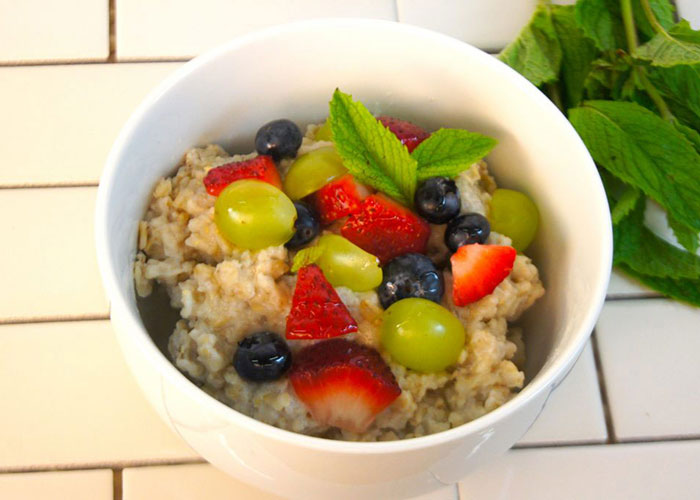 Summer-bfast-oat-bowl-700x500-1